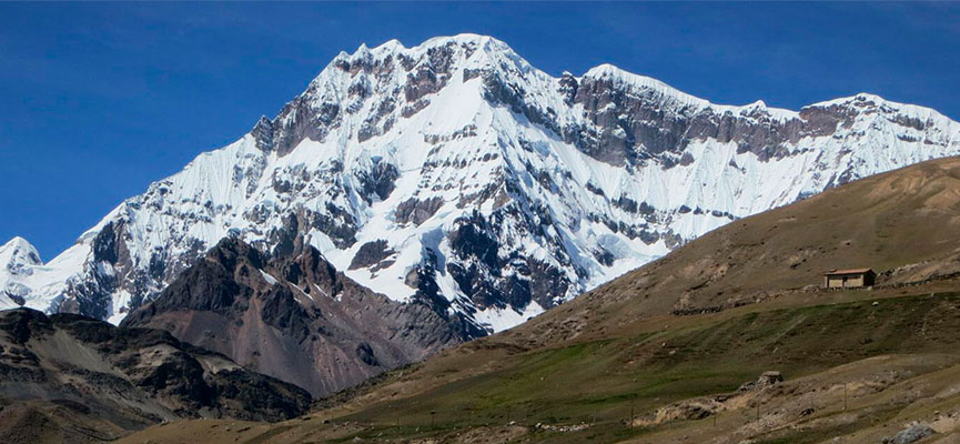 Los Apus: Apu Ausangate, se encuentra a 6372 msnm.
