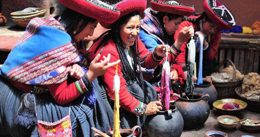 Los pobladores de Chinchero te enseñarán todas sus costumbres y tradiciones