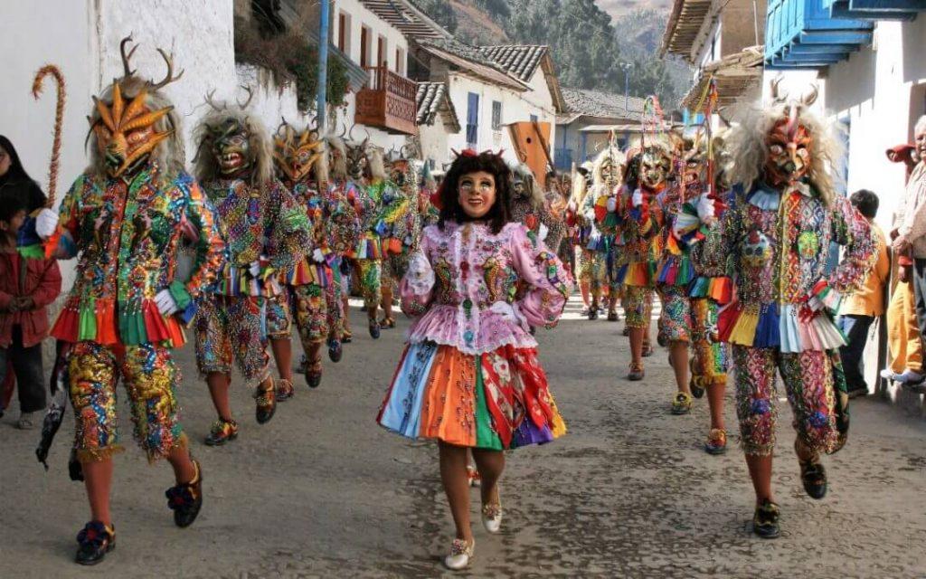 Danzantes en la Virgen del Carmen