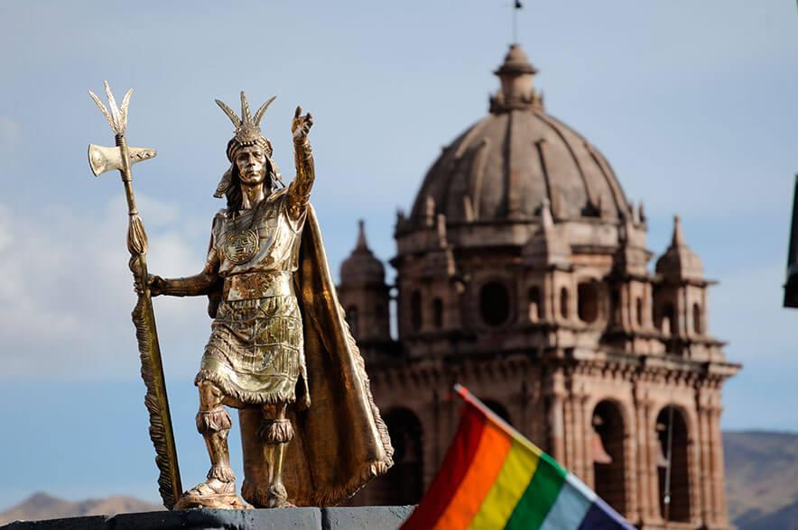 Estatua de la Plaza de Armas de Cusco, representación icono del los tiempos del Tahuantinsuyo