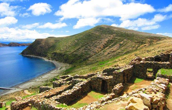 La isla del Sol es la más grande del lago Titicaca