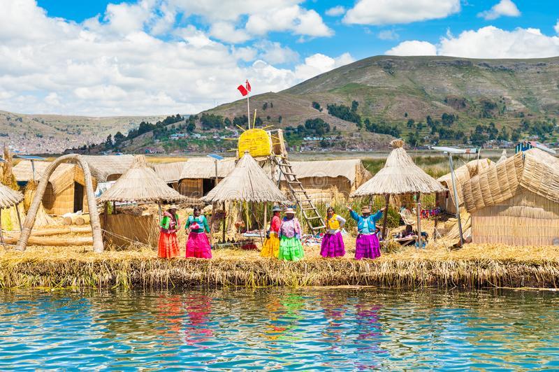 Descubre las increíbles Islas de los Uros en Puno