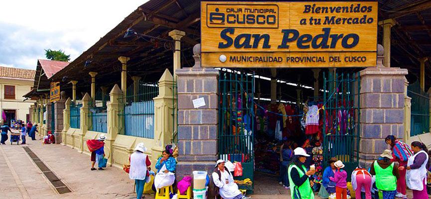 El mercado tradicional de San Pedro, uno de los mas importantes mercados en Cusco